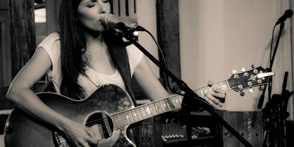 Celine Dos Santos live 26